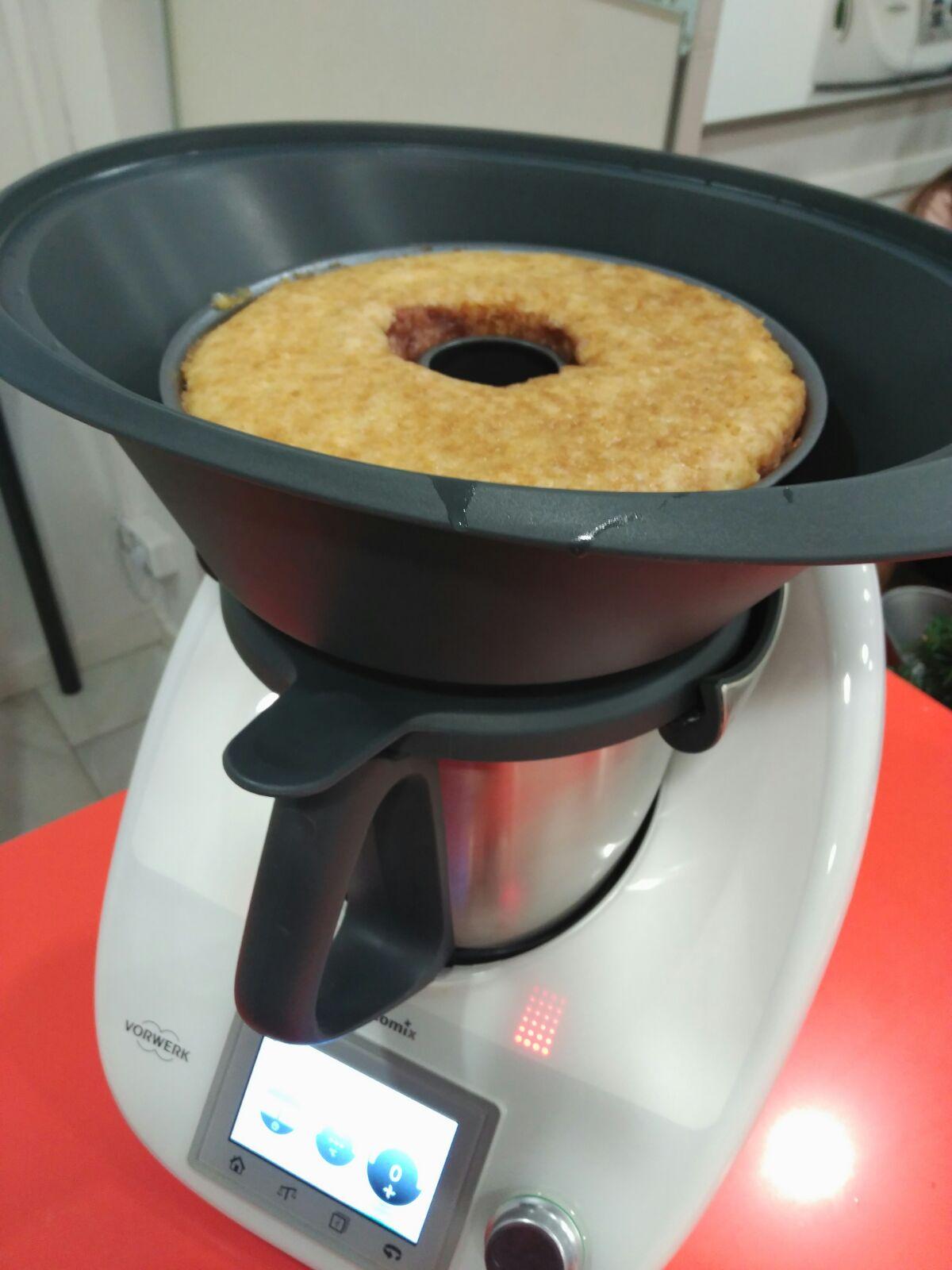 Bizcocho al vapor con mermelada de frambuesa con Thermomix®