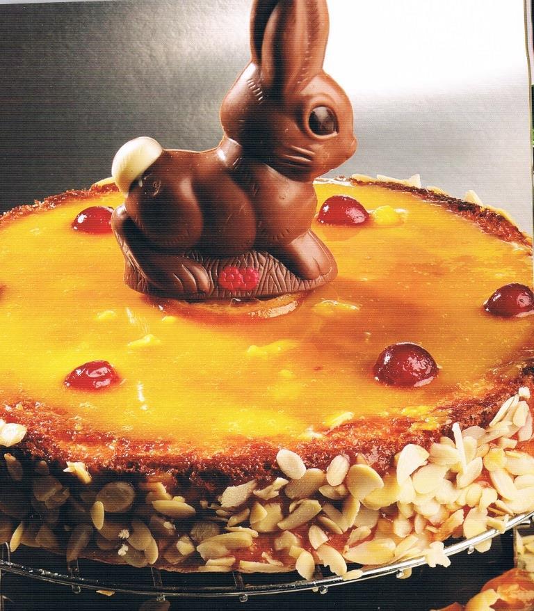Mona de Pascua: tarta con yema y frutas confitadas