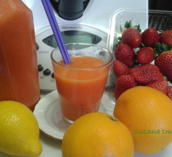 Zumo integral con Thermomix® de fresas, naranja y ....