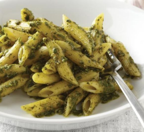 Ensalada vegana de pasta con salsa pesto y Thermomix®
