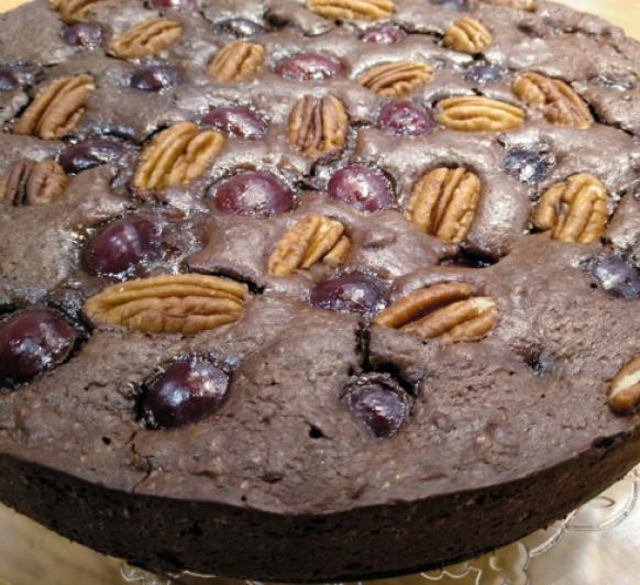 Brownie de chocolate con cerezas