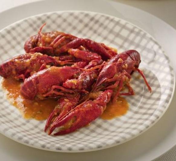 Cangrejos de río en salsa.