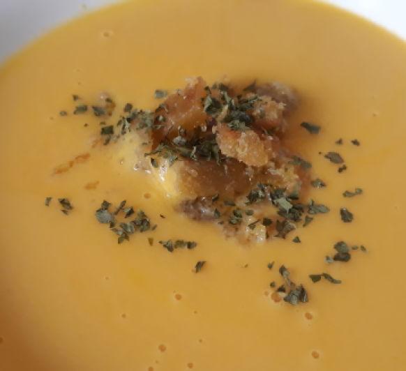 Crema de merluza y zanahorias con pan con ajo