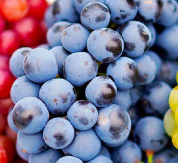 Smoothie de uva, piña y espinacas