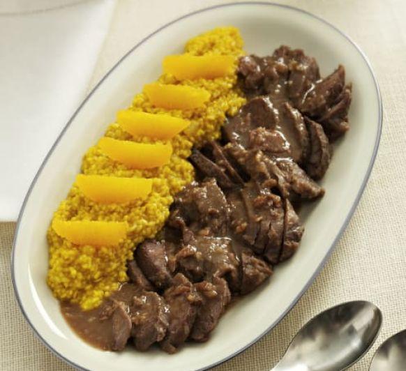 Carrilleras en salsa de castañas y risotto de naranja con Thermomix®