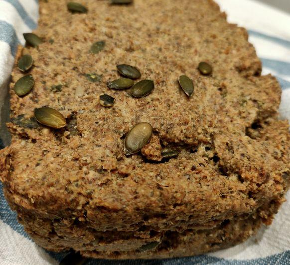 Pan de sarraceno, almendras y semillas a mi manera