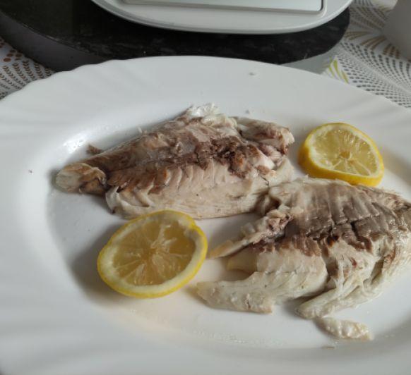 dorada a la sal y ensalada de brocoli