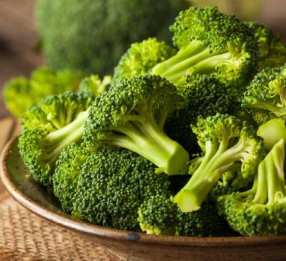 Gratinado de brócoli, champiñón y jamón con crumble de frutos secos (El huerto)