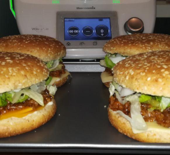 Hamburguesa de carne deshilachada estilo barbacoa