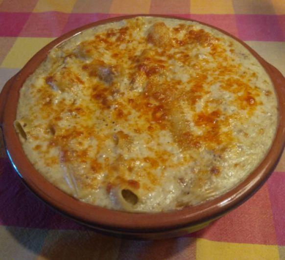 Macarrones con carne picada y queso manchego