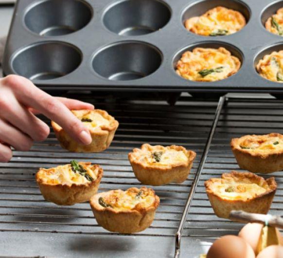 Miniquiches de espárragos verdes trigueros y queso brie con Thermomix®