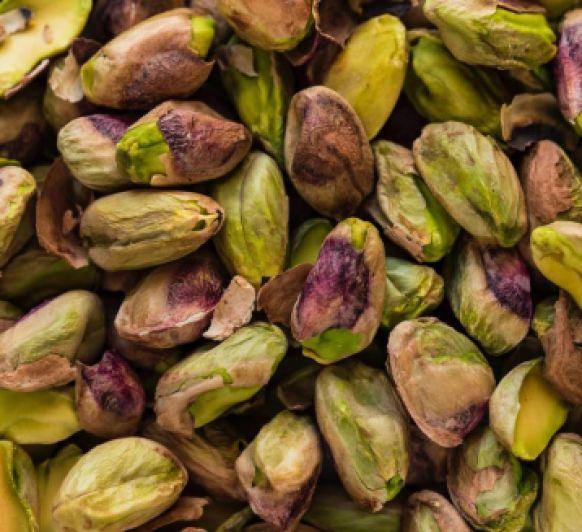Crema de espárragos verdes con pistachos