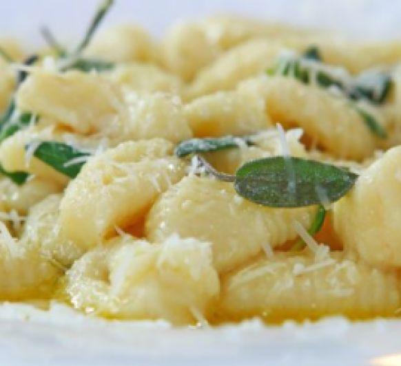 Ñoquis de patata con salsa de gorgonzola y nueces