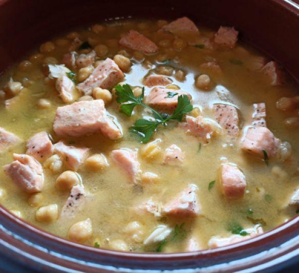 Garbanzos en salsa verde con salmón con Thermomix®
