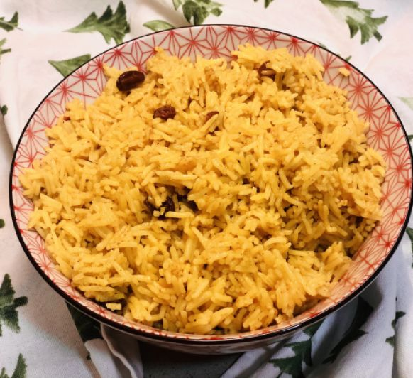 Arroz Basmati con curry y pasas.