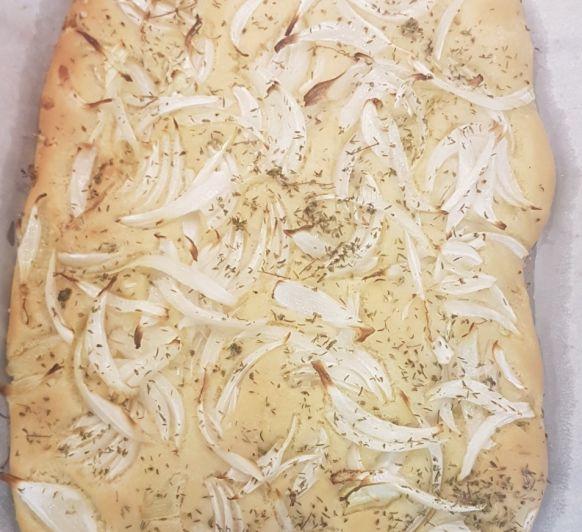 Focaccia de cebolla con albahaca o romero. Con Thermomix®