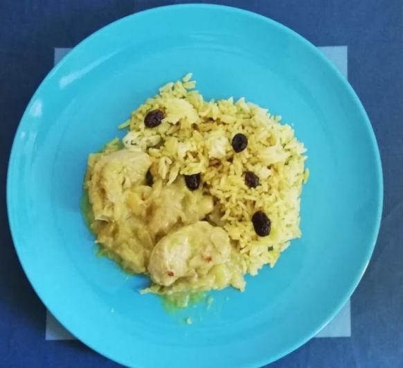 Pavo al curry con arroz