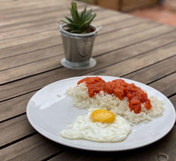 Arroz con tomate y huevo frito con Thermomix®