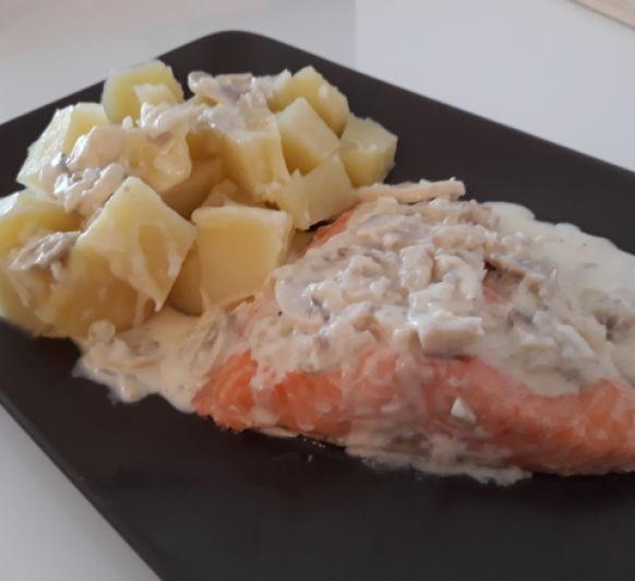 Salmón con salsa de champiñones
