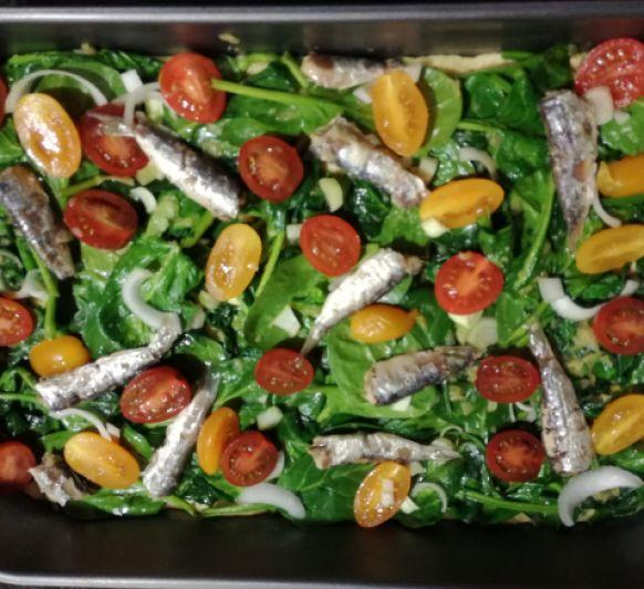 Coca mallorquina de espinacas con sardinas