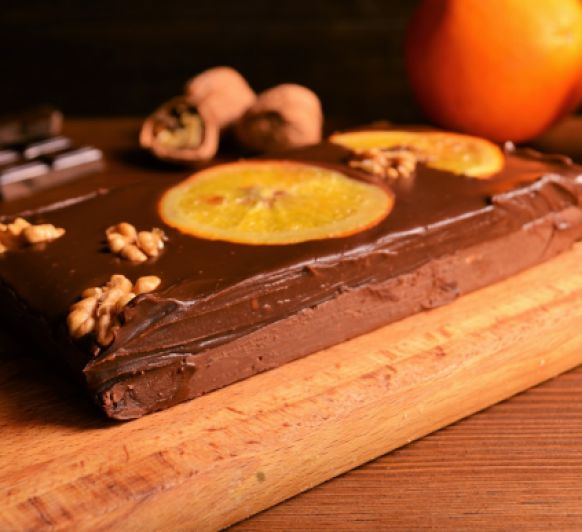 Turrón de chocolate con naranja y pistachos