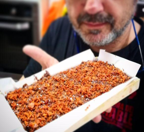 Turrón de chocolate con bacon crujiente