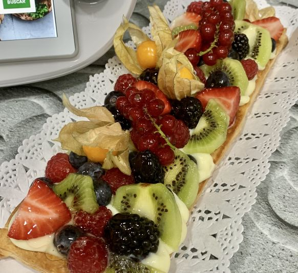 Hojaldre con crema, fruta natural en Thermomix®