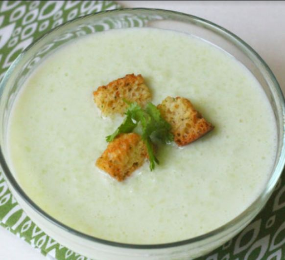 Sopa griega fria de yogur y pepino tzatziki con Thermomix®