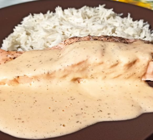 Salmón y arroz basmati con salsa crema de eneldo con Thermomix®