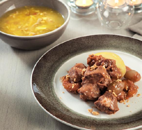 Sopa de picadillo. Cordero con salsa de turrón, dátiles y orejones