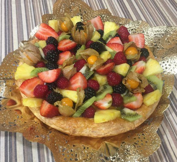 Tartaleta de full amb crema i fruita natural