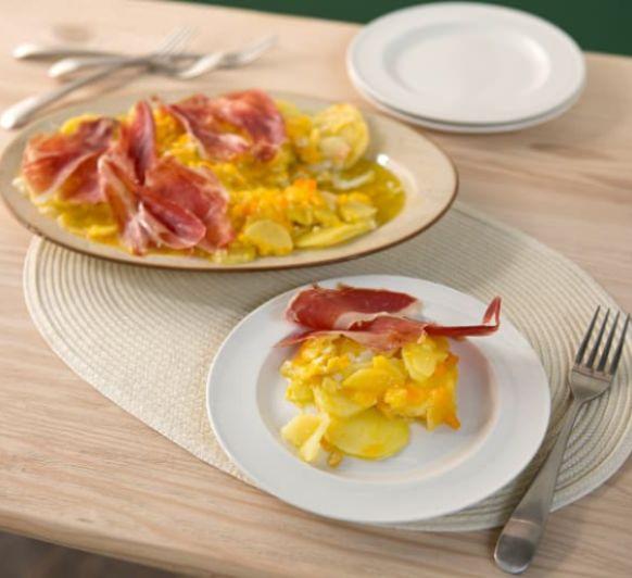 Huevos rotos con patatas y jamón. Con Thermomix®