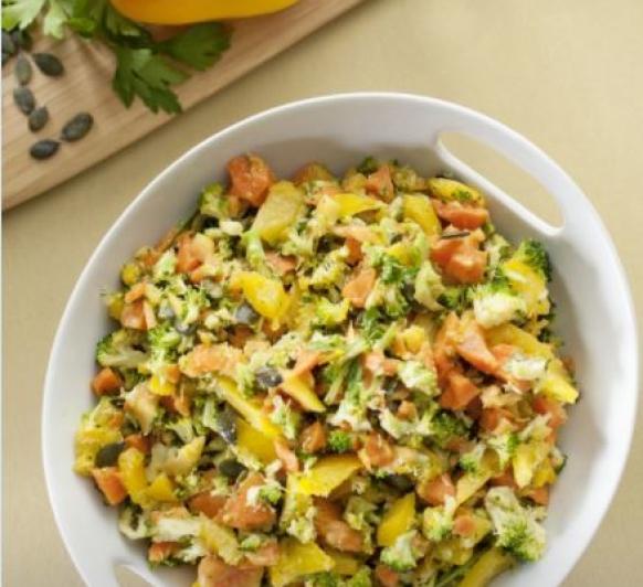 Ensalada DETOX con brocoli, zanahorias,pimiento y papaya. Con Thermomix®