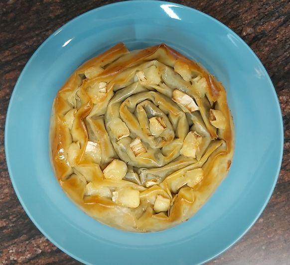 Rosca de espinacas y cebolla caramelizada en pasta Filo