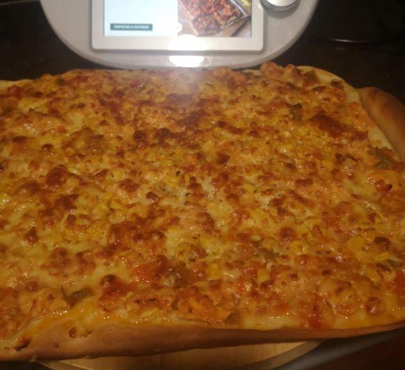 pizza integral de pollo al ajillo con verduras